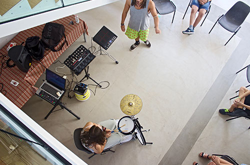 laboratorio drum circle