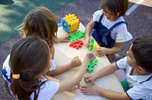 scuola infanzia s.m. grazie giochi in giardino